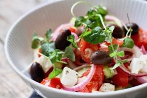 Græsk salat med feta og oliven Bagvrk.dk