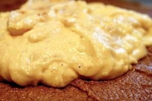 Derefter fordeles kagecremen på remoncen Bagvrk.dk
