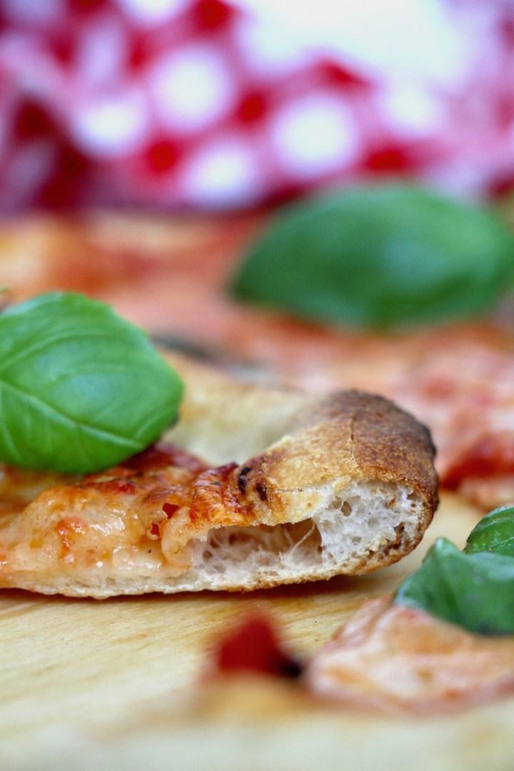 Hjemmelavet pizza Margherita.