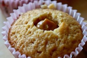 Muffins med flødetabletter med karamelcreme i midten - en lækker opskrift fra Bagvrk.dk
