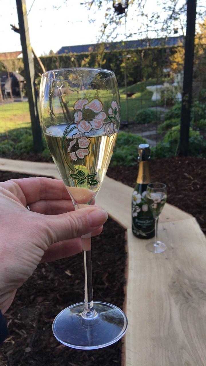 Champagne ved den nye bålplads bålbænk DIY Perrier Jouet Bagvrk.dk