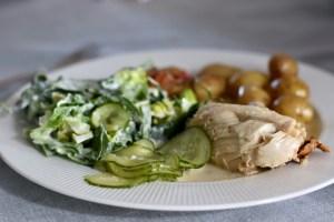 Grydestegt kylling med agurksalat og skilt sovs Bagvrk.dk