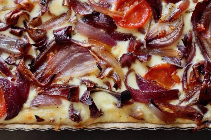Løgtærte med karamelliserede rødløg udvalgt Bagvrk.dk