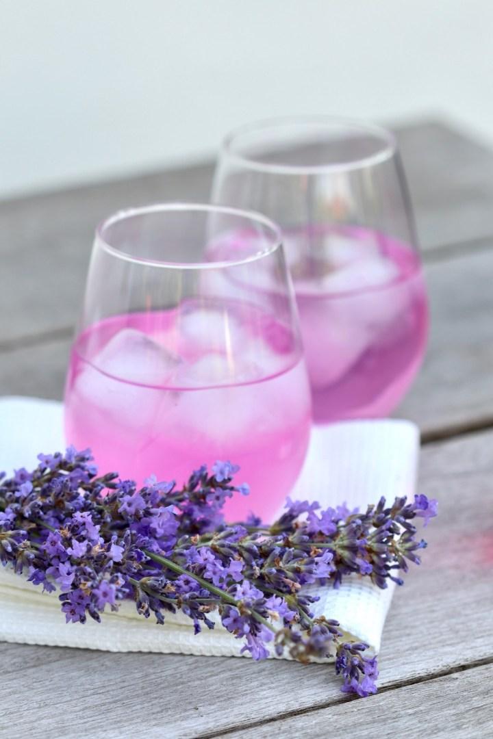 Lavendelsaft pink med is Bagvrk.dk