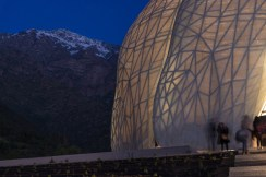 bahai-temple-south-america-steel-glass-torque-hariri-pontarini-architects-santiago-chile-andes-sculpture_dezeen_17