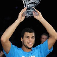 Tsonga wins in Paris to qualify for Cup.