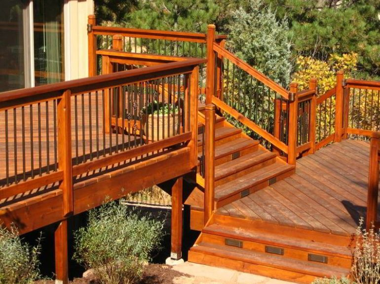 Amazing Multilevel Deck Stairs