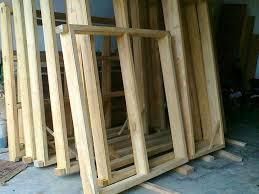 mengawetkan kayu kusen