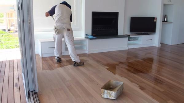pengecatan ulang lantai kayu
