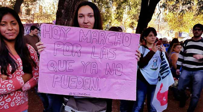 Los carteles caseros del #NiUnaMenos en Buenos Aires