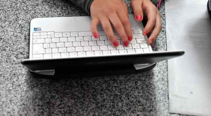 Menos de la mitad de los docentes argentinos utiliza computadoras e Internet en el aula