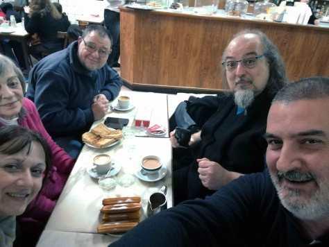 Con Alicia Giorgetti, Elena Gallego, Ricardo Goldberger y Fernando Juliá. La Giralda Cafetería, Buenos Aires, junio.