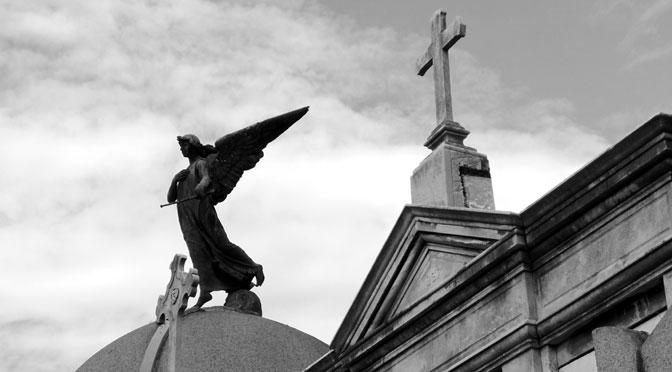 Ángeles y otros seres alados en el cementerio de la Recoleta