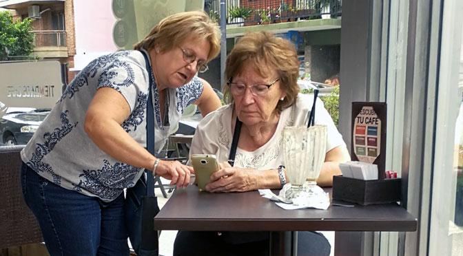 Educación para «viejitos piolas» móviles