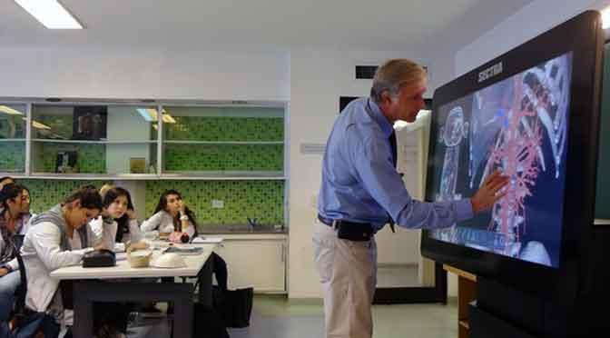 La UCA incorpora la primera mesa virtual de anatomía de Buenos Aires