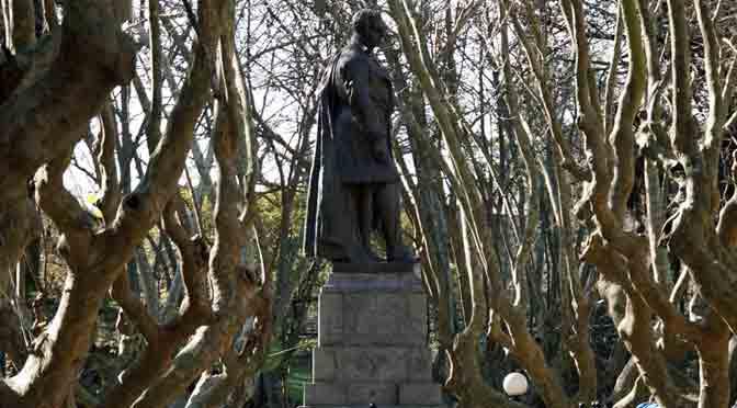 Invierno en la plaza Vicente López y Planes, Olivos, Buenos Aires
