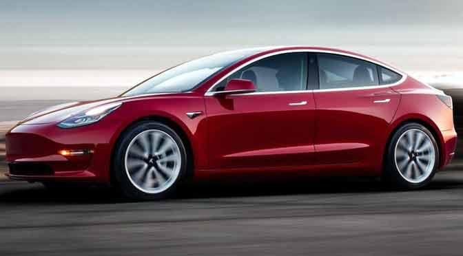 Tesla presentó su Model 3 y anunció que solo venderá en línea