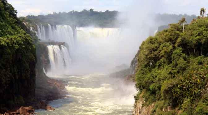 La garganta del diablo de las cataratas del Iguazú