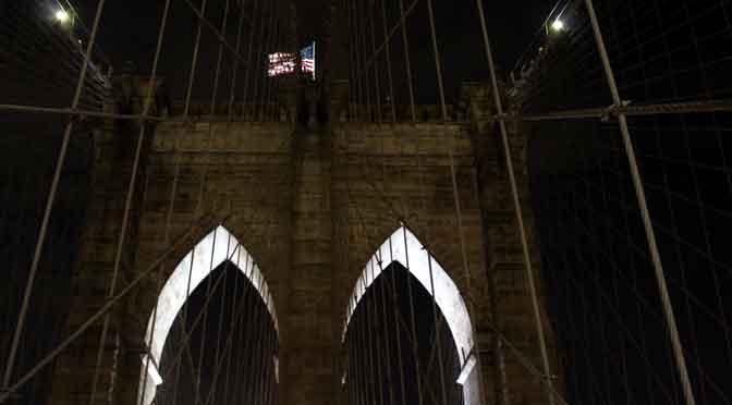 La seducción nocturna del puente de Brooklyn