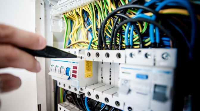 Consumidores evalúan medidas de apoyo al DNU sobre «telcos»