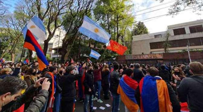 Marcha armenia a las embajadas de Azerbaiyán y Turquía en Buenos Aires