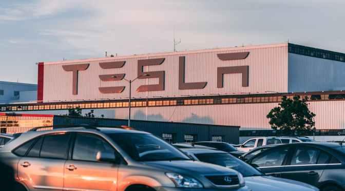 ¿Por qué Tesla logró un crecimiento meteórico en 2020?