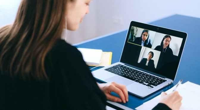 Videollamadas y redes sociales se imponen en hogares