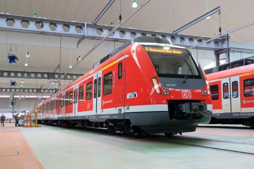 Die ersten von insgesamt 91 neuen S-Bahnen der Baureihe ET 430 wurden am 11.04.2014 in Frankfurt der Öffentlichkeit vorgestellt. Insgesamt hat DB Regio Hessen rund 500 Millionen Euro investiert. S-Bahn-Werk Rhein-Main, Frankfurt am Main, ET 430 S-Bahn Rhein-Main. Der vom Hersteller Bombardier neu angelieferte ET 430 beim Eingangscheck in der Werkstatt.