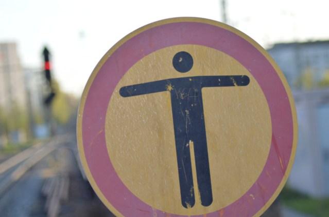 Das Betreten des Gleisbereichs ist verboten! (Foto: © Bahnblogstelle)