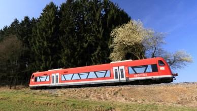 Regionalzug von Weißenhorn nach Ulm Hbf bei Witzighausen. (Foto: © DB AG / Uwe Miethe)