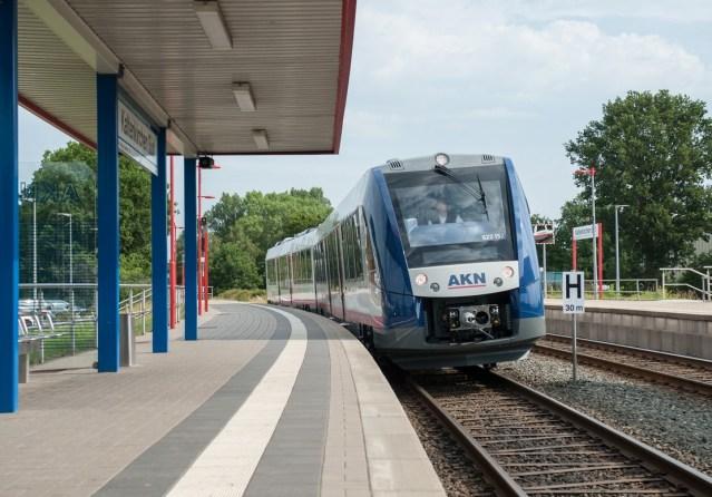 Ein Dieseltriebwagen vom Typ Lint 54 am Bahnhof Kaltenkirchen Süd. (Foto: © AKN Eisenbahn AG)