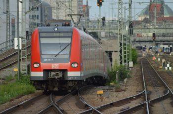 Auf der Stammstrecke zwischen Donnersbergerbrücke und Hackerbrücke in Richtung Hauptbahnhof: ET 423 der S-Bahn München. (Foto: © Bahnblogstelle)