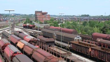 Ein Güterbahnhof mit abgestellten Güterwagen. (Foto: © Erich Westendarp / pixelio.de)