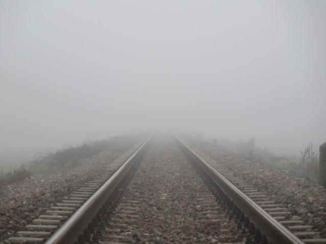 Die Zukunft der Schienen im Wettbewerb mit der Straße liegt buchstäblich im Nebel. (Foto: © Sommaruga Fabio / pixelio.de)