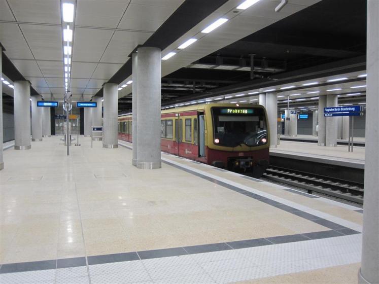 Bahnhof unter dem Terminal des Flughafens BER. (Foto: © S-Bahn Forum / Cmbln)