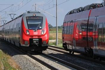 Zugbegegnung zweier Talent 2-Züge - Baureihe ET 442. (Foto: © DB AG / Claus Weber)
