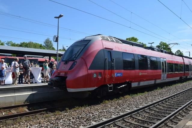 ET 442 227 bei der Zugtaufe im Bahnhof Feucht. (Foto: © Bahnblogstelle)