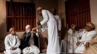 """Photo of """"CNN"""" بالصور: أمران ترمز لهما القهوة العربية في سلطنة عمان .. تعرّف عليهما"""