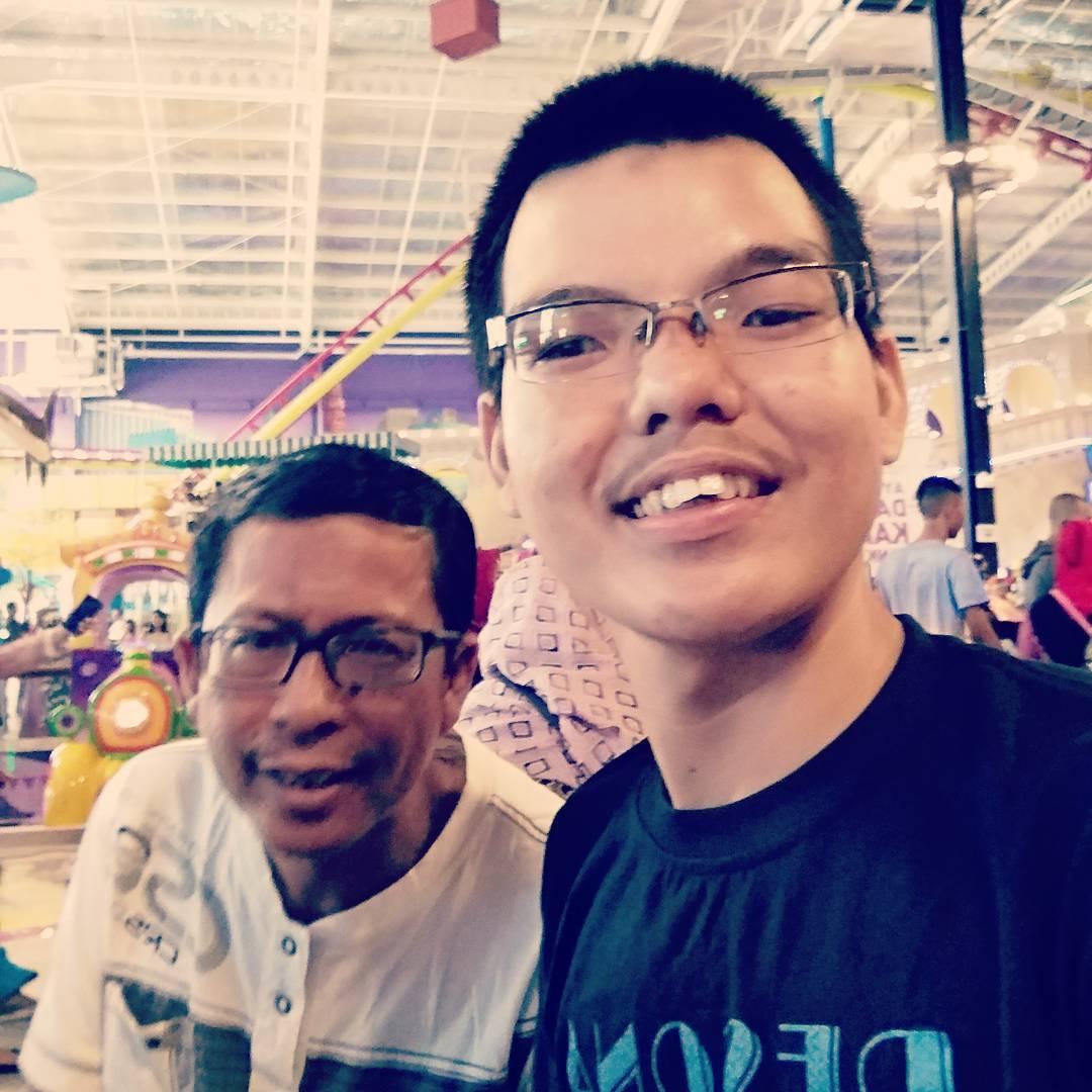 Menikmati Sensasi Menaiki Roller Coaster di Transmart Kubu Raya