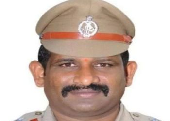 andhra-pradesh-news-an-inspector-collapsed-on-the-badminton-court-after-the-stroke-and-dies-on-spot-mhjb