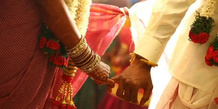 pimpri-he-reached-home-in-the-middle-of-the-night-on-suspicion-of-a-married-sweetheart-beating-and-pushing-a-young-man-off-the-terrace-fir-against-17-persons