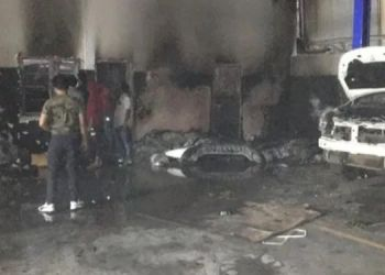 pune-a-four-wheeler-renault-service-center-at-ner-caught-fire-in-the-early-hours-of-this-morning