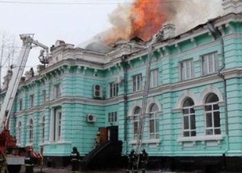 russia-burning-hospital-doctor-doing-surgery-save-patient-life-playing-their-lives