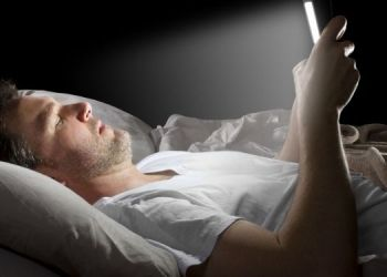 tips-using-smartphone-too-much-in-the-night-may-damage-your-eyes-and-disturb-your-brain