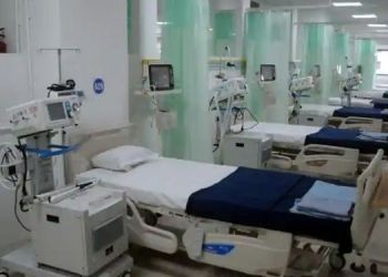 pune-municipal-commissioner-vikram-kumar-himself-on-the-field-to-take-possession-of-beds-in-private-hospitals-50-beds-in-2-hospitals-were-immediately-taken-into-custody