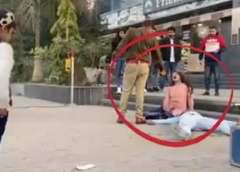 video-goes-viral-of-couple-shot-by-police-outside-mall-up-police-cop-rahul-srivastav-tell-the-truth