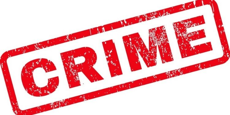 pune-news-in-hadapsar-area-they-chased-the-two-wheeler-and-looted-it-by-throwing-chilli-powder-in-the-eye