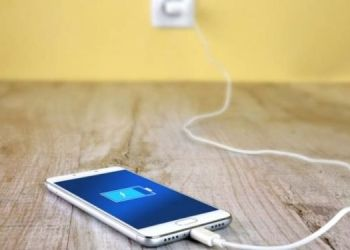 do-not-use-charge-the-smartphone-installed-in-public-places-hackers-can-steal-data-like-this