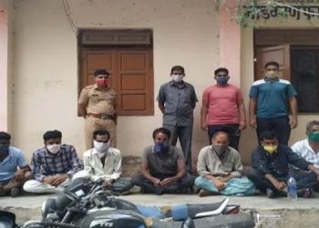 shirur-police-take-action-against-9-gamblers-during-lockdown-1-lakh-44-thousand-confiscated