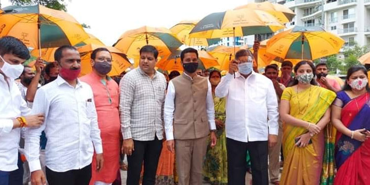 Distribution of free umbrellas on the occasion of Chandrakant Patil's birthday